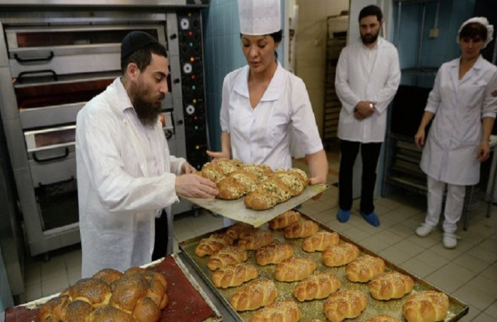 Шаббат: еврейки со всего мира одновременно испекутхлеб хала