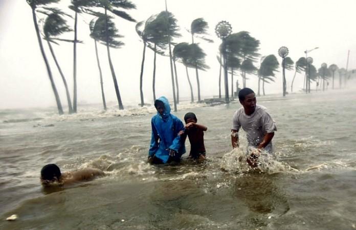 Тайфун на Филиппинах: 16 тысяч жителей покинули свои дома