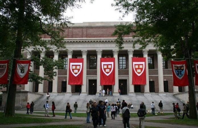 Среди студентов Гарварда все больше атеистов