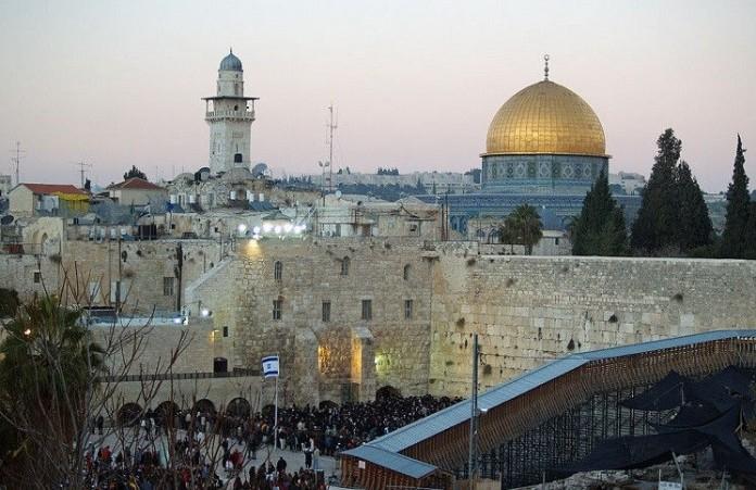 Только мусульмане могут молиться на Храмовой горе: заявление премьера Израиля