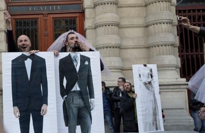 Оно существует: суд Франция признал наличие среднего пола