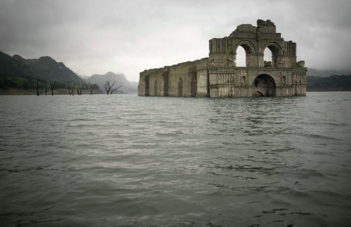 В Мексике из - под воды восстал древний храм
