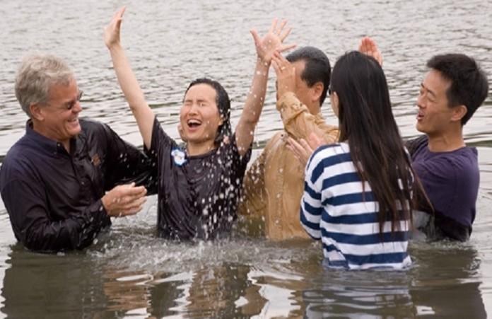 Более 180 человек в Филиппинах получили крещение