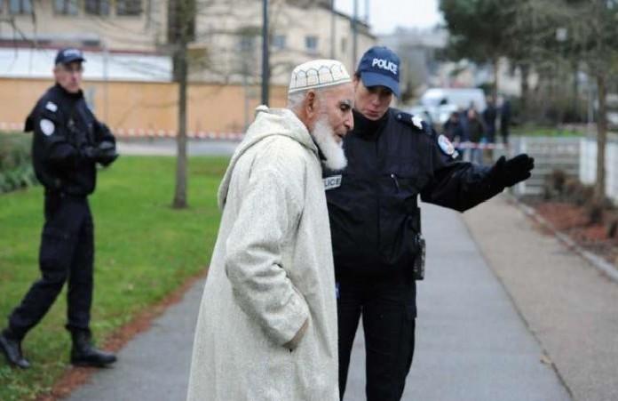 Во Франции будут закрывать мечети, где разжигают вражду