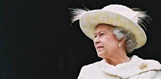 Королева призвала Церковь Англии разобраться с гей-браками