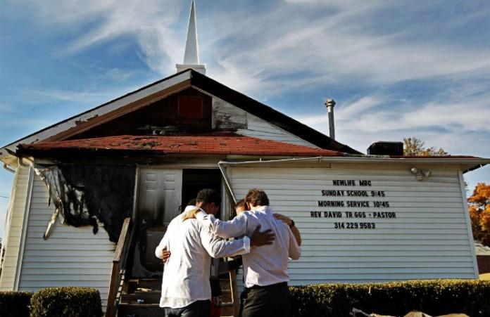 Христиане Миссури молятся за поджигателя церквей