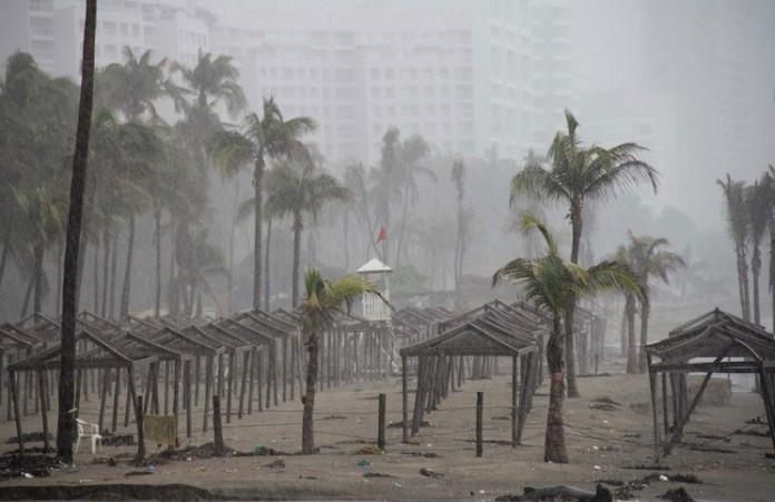 Ураган в Мексике утих после молитвверующих