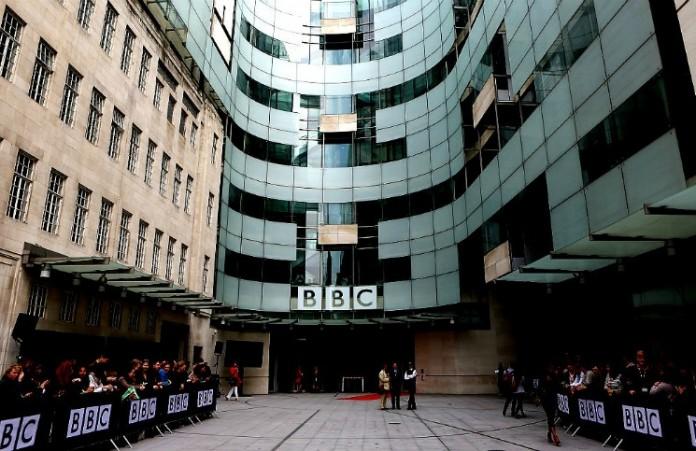Ведущий BBC уволен за оскорбление христиан