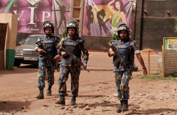 Террористы удерживают 170 заложников в отеле в столице Мали