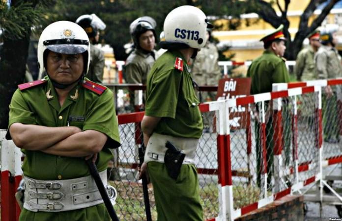 Вьетнам Полицейские избили христианского адвоката
