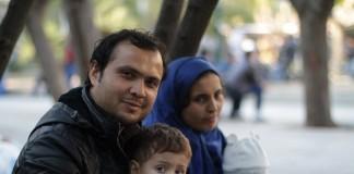Евангелие распространяется среди беженцев в Афинах