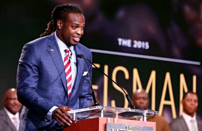 Призер самой престижной награды американского футбола победой обязан Богу