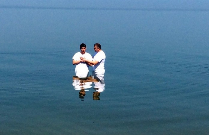 В Бразилии за один день 12 000 человек приняли водное крещение