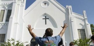 В церквиЧарльстонапроходит историческая межрасоваяконференция