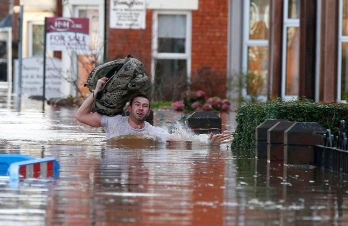 Наводнение лишило англичан Рождества