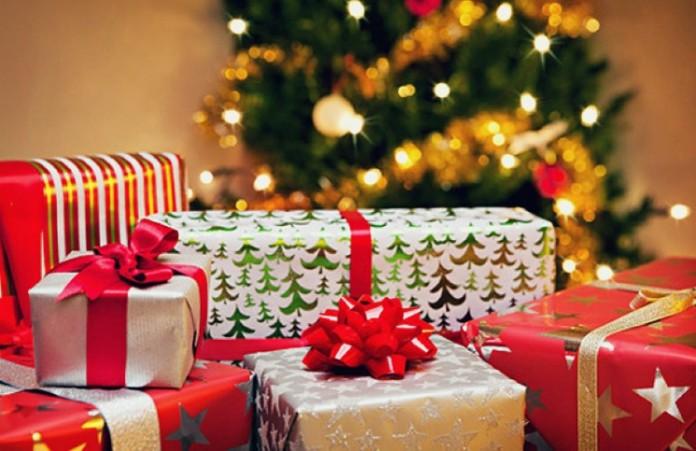 Россияне приготовили рождественские подарки для сирот, инвалидов и стариков