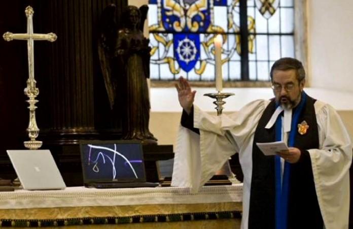 Епископы Англии отвергли предложение о рукоположении женатых мужчин