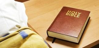 Атеисты США предложили помечать Библии символом яда