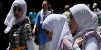 В школах Англии запрещаетсяношениехиджаба