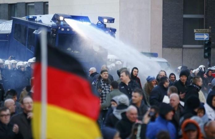Германия не верит мигрантам: акции протестов по всей стране