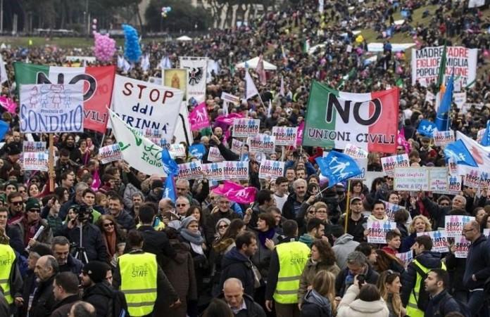 Рим открыто выступил против однополых браков