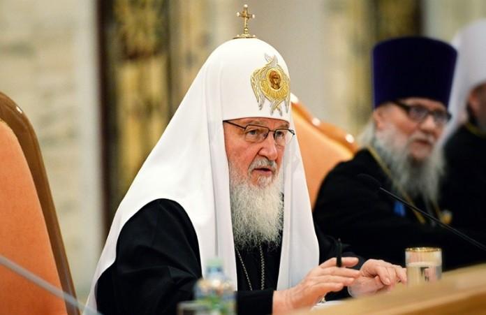Патриарх Кирилл: Рекламу алкоголя в СМИ нужно запретить
