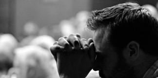 Великобритания: Установлены камеры в молитвенных комнатах студентов