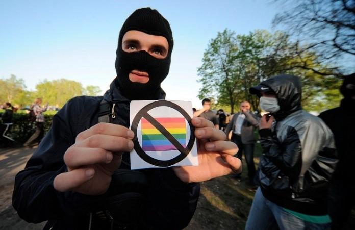 Италия хочет узаконить усыновление детей геями: протест у посольства страны в Москве