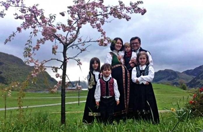 Норвегия: Впервые за три месяца родителям разрешили увидеть своих детей