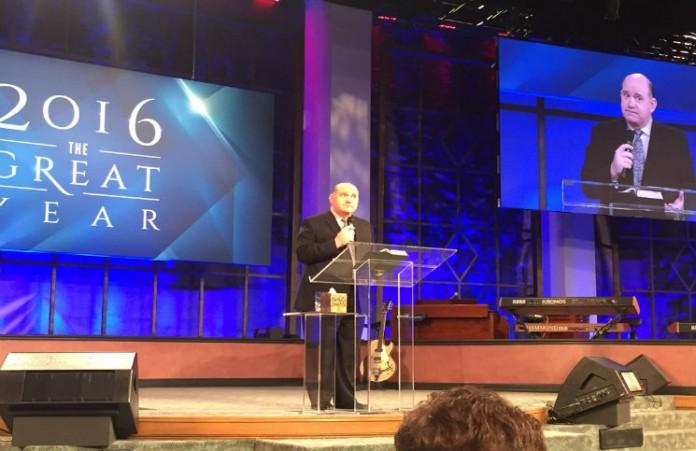 Пастор Рик Реннер на конференции в США