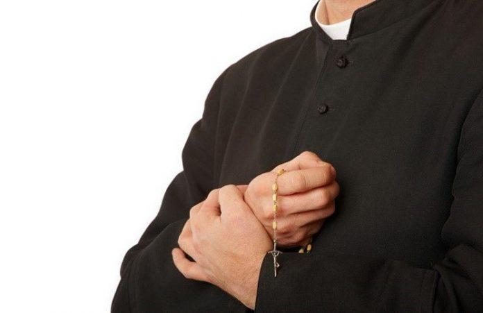 В Индии повешен священник