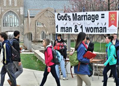 Более 26000 подписей против ЛГБТ-шоу в христианском университете