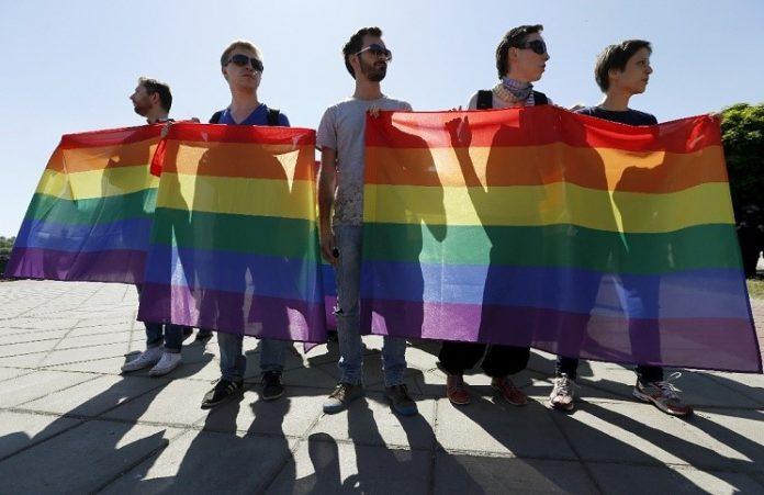 Украина не должнаподдерживатьгей – парады: церковь