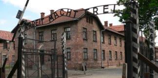 Раввин Берл Лазар посетил Освенцим вместе с Еврейской молодежью