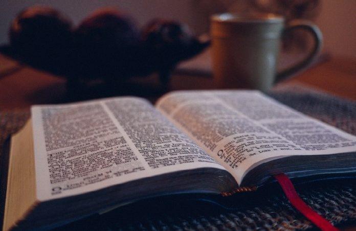 Библию перевели на язык смайлов