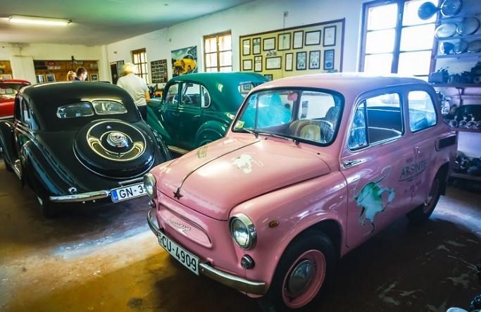 Реставрация старых машин помогает молодежи обрести Христа