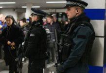 В Париже террорист застрелил двух полицейских