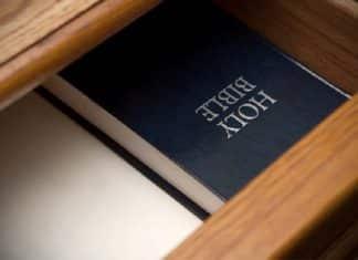 Христиане Греции раздадут копии Нового Завета