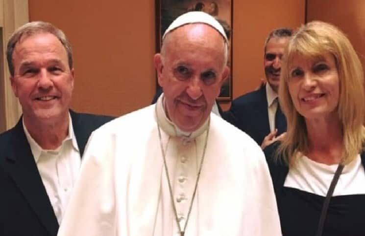 я знаком с папой римским