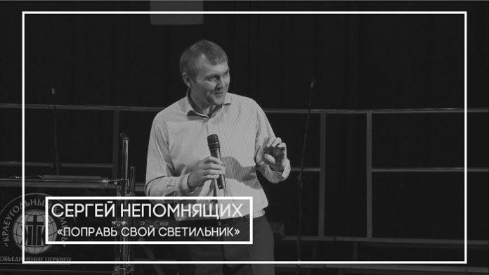 Проповедует пастор церкви «Краеугольный камень» Сергей Непомнящих