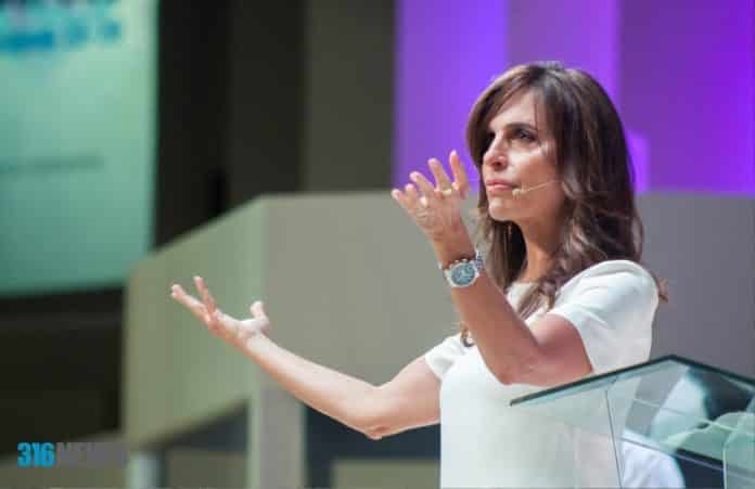 Молитва должна напугать врага: Лиза Бивер