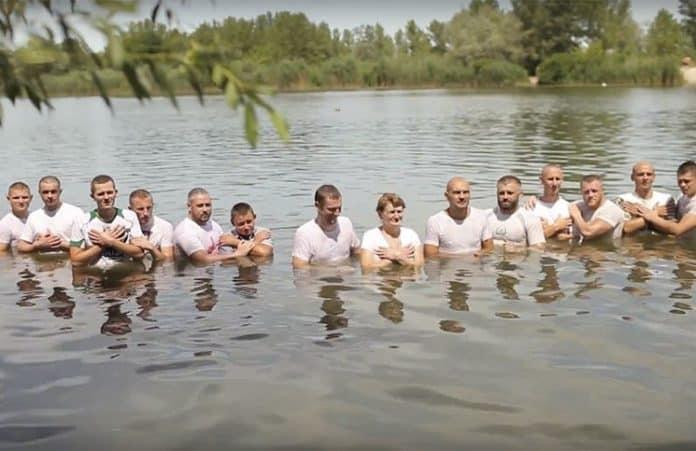 Украина: 253 человека приняли водноекрещение