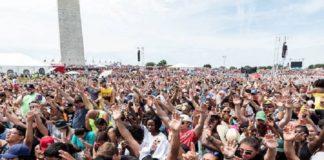 350 000 христиан молились в Национальном парке столицы США
