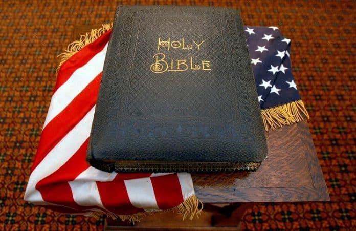 Атеисты спровоцировали раздачу Библий на военной базе США