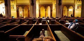 США: церковь без стен «Вагон поклонения» служит бездомным
