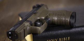 Колумбия: бывшие бандиты обменяли свое оружие на Библию