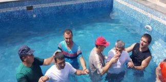 Водное крещение в ереванской церкви «Слово жизни»