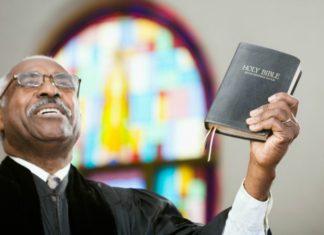 Стоит ли использовать юмор в проповеди: мнения служителей
