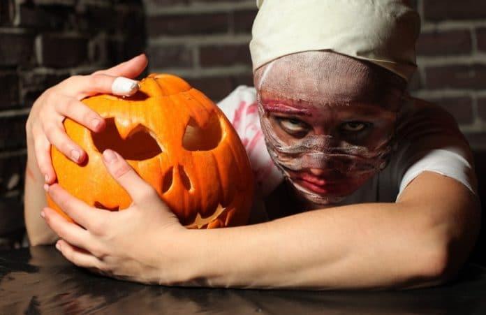 Родители подписывают петицию против празднования Хэллоуина в школах