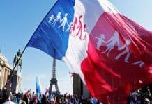 """Десятки тысяч парижан провели марш против однополых """"браков"""""""